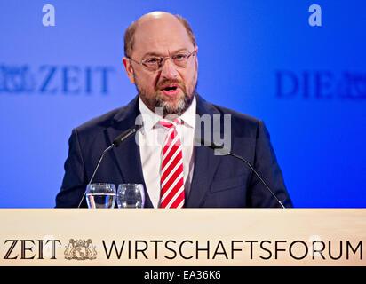 Hamburg, Germany. 06th Nov, 2014. Martin Schulz, President of the European Parliament, speaks at the 6th Zeit Economics - Stock Photo