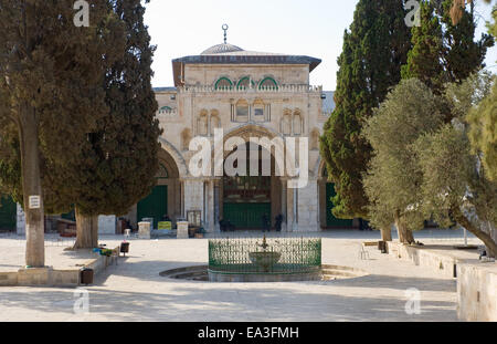 The entrance of the Al-aqsa mosque on the temple-square in Jerusalem - Stock Photo