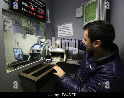 Moscow, Russia. 6th Nov, 2014. A customer at a currency exchange office. Credit:  Pavel Smertin/TASS/Alamy Live - Stock Photo