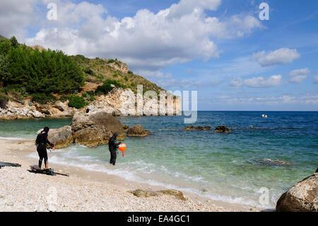 two scuba diver on the sandy beach of Mazzo di Sciacca, near Castellammare del Golfo, Sicily - Stock Photo