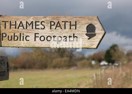 Thames path National Trail sign near Lechlade on Thames,  Gloucestershire, England, UK - Stock Photo