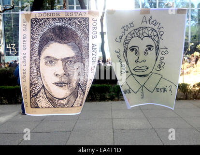 Mexico city, Mexico. 6th November, 2014. Art works displaying the faces of missing students are displayed in Reforma - Stock Photo