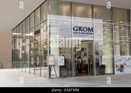 Grom artisanal gelateria in Milan, Piazza Gae Aulenti, Porta Nuova Business District - Stock Photo