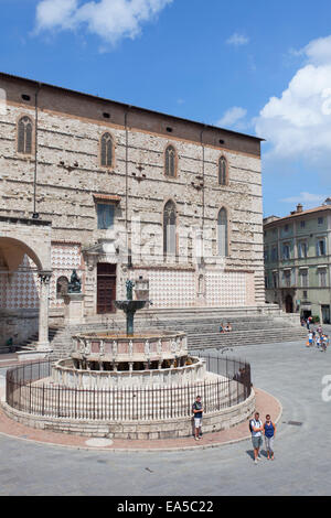 Fontana Maggiore and Duomo in Piazza IV Novembre, Perugia, Umbria, Italy - Stock Photo