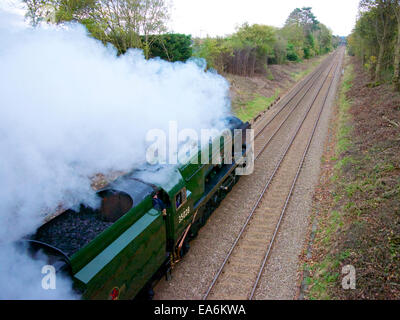 Reigate, Surrey, UK. 7th November 2014. The Belmond British Pullman VS Orient Express Steam Locomotive BR(S) Merchant - Stock Photo