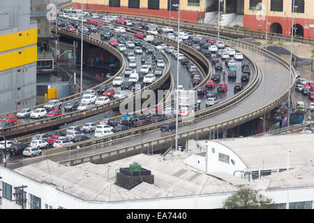 Sao Paulo, Brazil. 7th November, 2014. Traffic congestion on the East West Viaduct (Radial Leste) after the heavy - Stock Photo