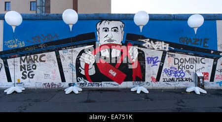 Berlin, Germany. 7th Nov, 2014. 'Light Border' runs along the East Side Gallery, an open air art space and the longest - Stock Photo