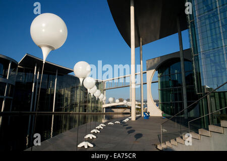 Berlin, Germany. 7th Nov, 2014. For the 25th anniversary of the fall of the Berlin Wall, thousands of white balloons - Stock Photo
