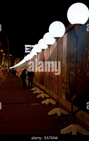 Berlin, Germany. 7th Nov, 2014. 'The'Light Border' runs along the East Side Gallery, an open air art space and the - Stock Photo