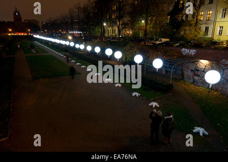 Berlin, Germany. 7th Nov, 2014. 'The'Light Border' runs along the Engelbecken in central Berlin. For the 25th anniversary - Stock Photo