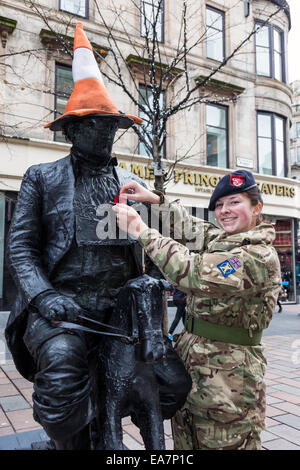 Glasgow, Scotland, UK. 8th Nov, 2014. Abby Malcolm, 16 years old, from Maryhill, Glasgow, Scotland, a member of - Stock Photo