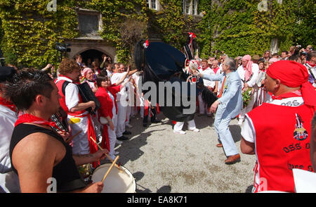 Close up of band red Oss & Peter Prideaux-Brune dancing outside Prideaux House Prideaux Place in Padstow on the - Stock Photo