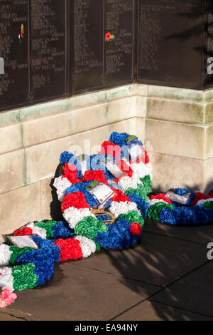 London, UK, 9th November 2014, Remembrance Sunday poppy display at the Tower of London. Commemorative wreaths have - Stock Photo