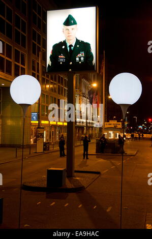 Berlin, Germany. 9th Nov, 2014. The 'light border' at the former Checkpoint Charlie border checkpoint in central - Stock Photo