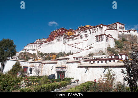 The Potala Palace in Lhasa, Tibet, once the seat of the Dalai Lama - Stock Photo