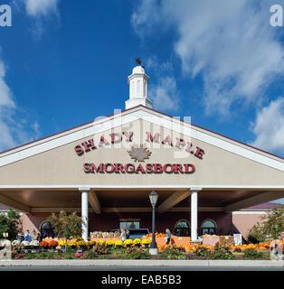 Shady Maple Smorgasbord, East Earl, Lancaster, Pennsylvania, USA - Stock Photo
