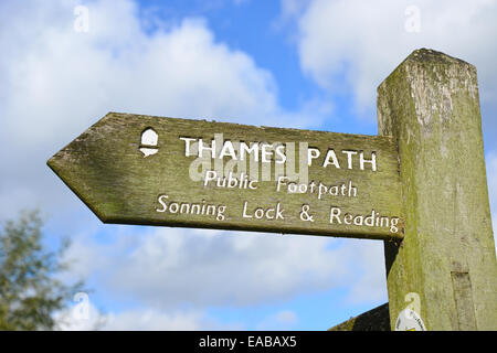 Thames Path sign by River Thames, Sonning Eye, Sonning-On-Thames, Berkshire, England, United Kingdom - Stock Photo