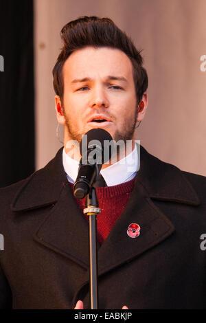 Trafalgar Square, London, UK. 11th November, 2014. Hundreds gather in Trafalgar Square to listen to performances - Stock Photo