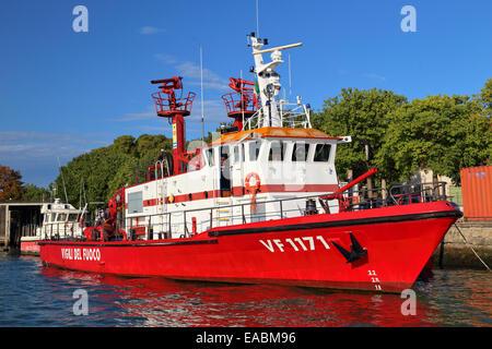 Vigili del fuoco (fireboat) in Venice