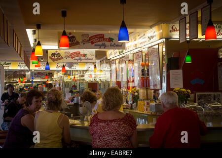 The Harbour Bar, Ice Cream Parlour, Scarborough - Stock Photo