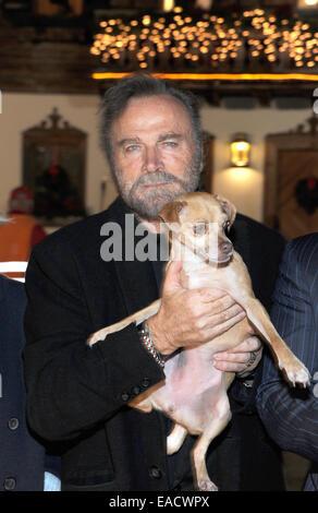 Salzburg, Austria. 11th Nov, 2014. Italian actor Franco Nero posing with Molly the dog at a traditional Christmas - Stock Photo