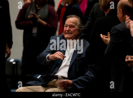 College Station, Texas, USA. 11th November, 2014. Former U.S. President George H. W. Bush waves as his son former - Stock Photo