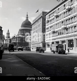 1950s, historical, exterior view of the dome of St Paul's Cathedral  from Ludgate Hill, London. - Stock Photo