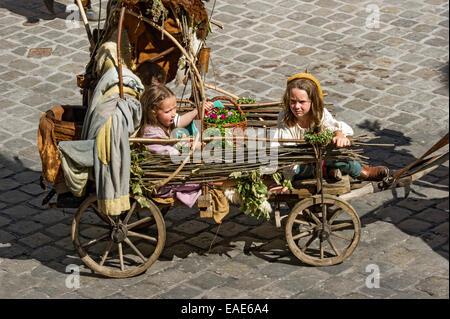Children in an impoverished cart, wedding procession of the 'Landshut Wedding', historic center, Landshut, Lower - Stock Photo