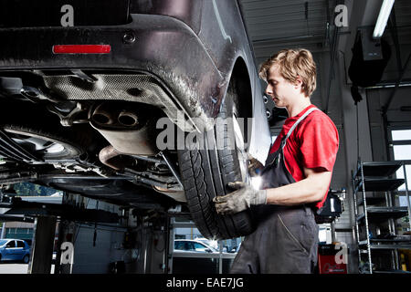 Car mechanic changing tyres in a car repair shop, St.Gertraudi, Reith im Alpbachtal, Kufstein District, North Tirol, - Stock Photo