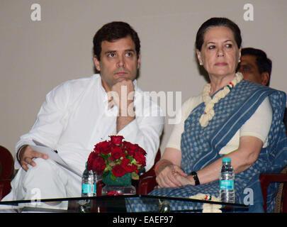 New Delhi, India. 13th Nov, 2014. India's Congress party President Sonia Gandhi (R) and vice president Rahul Gandhi - Stock Photo