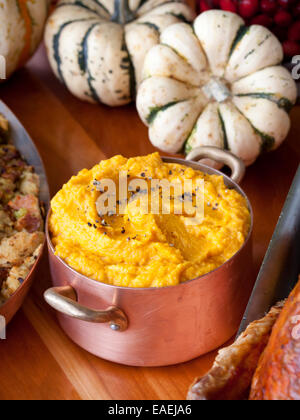 11-7-2013, New York, NY  Chef Tom Colicchio prepares a Thanksgiving meal, including Sweet Potatoes, at his restuarant - Stock Photo