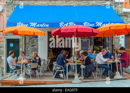 Tourists seated in a street cafe, Vernazza, Cinque Terre, Liguria, Italy - Stock Photo