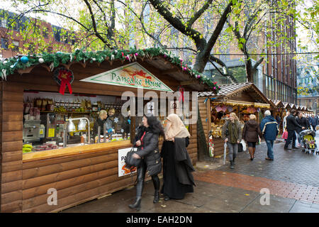 Market traders Manchester UK, 14th November, 2014.  Opening Day of Christmas market attracting shoppers from the - Stock Photo