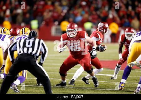 Fayetteville, Arkansas, USA. 15th Nov, 2014. Arkansas center Mitch Smothers #65 eyes the man he is to block. The - Stock Photo
