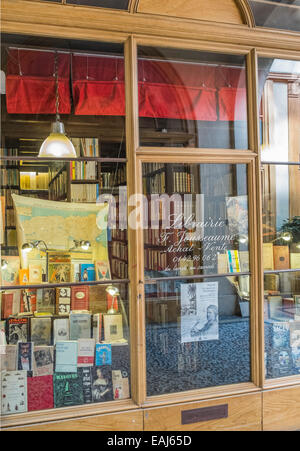 shop window of the antiquarian bookseller librairie jousseaume in the historic indoor shopping mall galerie vivienne, - Stock Photo