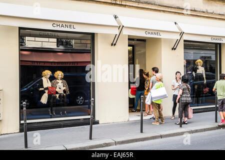 shoppers waiting to get into a chanel shop, paris, ile de france, france - Stock Photo