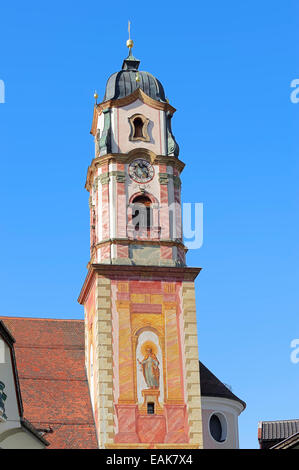 Parish Church of St. Peter and St. Paul with lueftlmalerei traditional murals, Mittenwald, Werdenfelser Land, Upper - Stock Photo