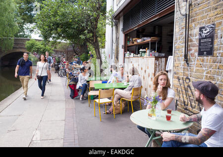Trendy cafes and restaurants along the towpath of the Regent's Canal, Shoreditch, Hackney, London, England, UK - Stock Photo