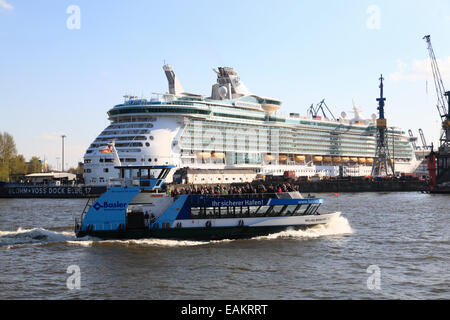Harbour cruise ship  in Hamburg harbor, Germany, Europe - Stock Photo