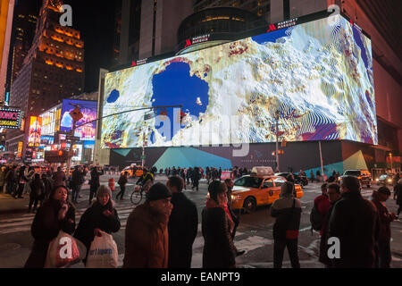 New York, USA. 18th November, 2014. Vornado Realty Trust and its partners debuts the giant one-block long, eight - Stock Photo
