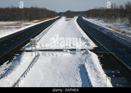 New York, USA. 19th Nov, 2014. The New York State Thruway was closed for a 130-mile stretch near Buffalo, New York, - Stock Photo