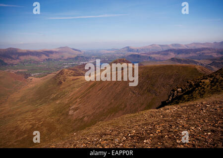 Looking out from Eel Crag, also known as Crag Hill. Beyond the ridge line of Outerside and Causey Pike, Derwent - Stock Photo