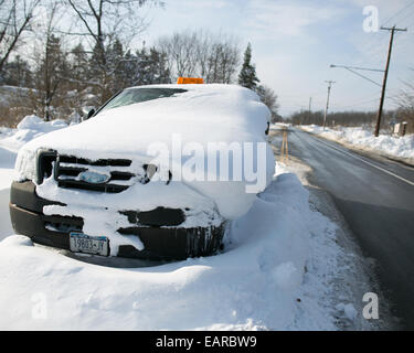 Buffalo, New York, USA. 19th Nov, 2014. Local authorities said that several hundred vehicles were likely abandoned - Stock Photo
