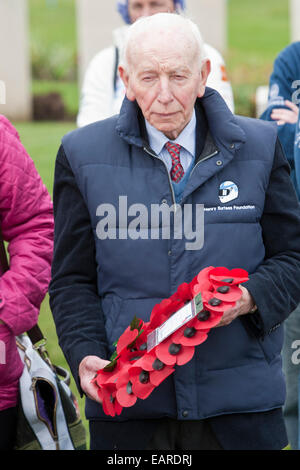 former F1 World Champion John Surtees OBE laying a wreath at Tyne Cot Cemetery in Belgium on behalf of the Beajolais - Stock Photo