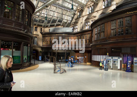 Grand Central Station Concourse in Glasgow  - Scotland - Stock Photo
