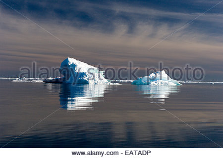 Ice formations in the Pangnirtung Fjord. - Stock Photo