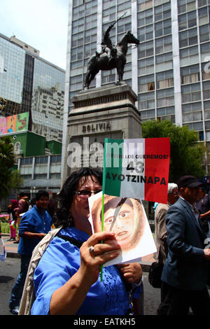 La Paz, Bolivia. 20th November, 2014.  Protesters pass a statue of Simón Bolivar during a march to demand justice - Stock Photo