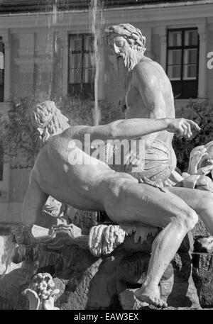 Vienna - The Fountain in the Forecourt Schonbrunn palace - Stock Photo