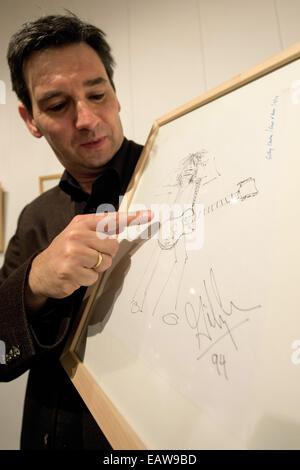 Regensburg, Germany. 14th Nov, 2014. Gallery Director Reiner Meyer presents a self-portrait of Gilby Clarke, former - Stock Photo