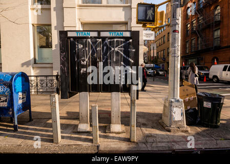 New York Mayor Bill Deblasio announced plans to replace the City's pay phones with up to 10,000 free public Wi-Fi - Stock Photo